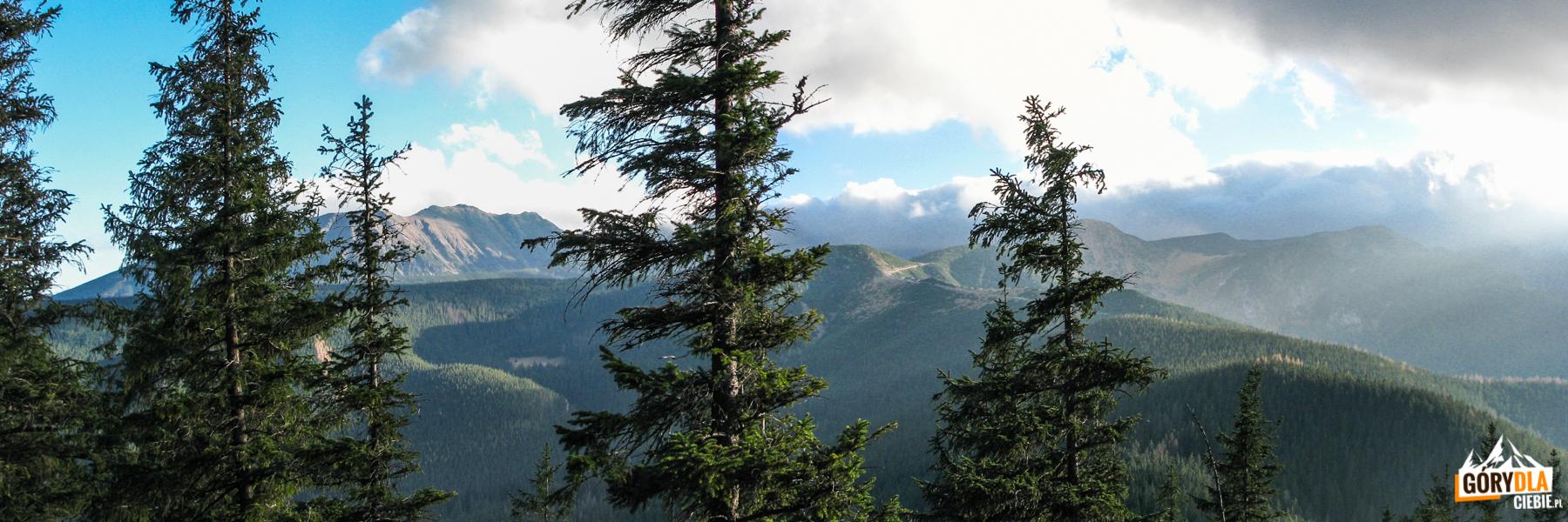 Widok zNosala (1203 m) wkierunku Kasprowego Wierchu