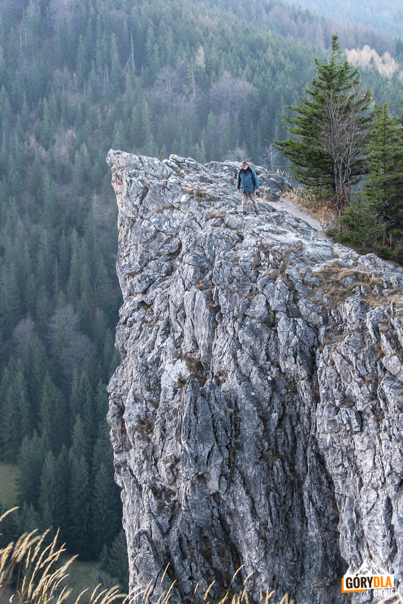 Przepaści Nosala mogą byc niebezpieczne, lepiej nie podchodzić do krawędzi ściany