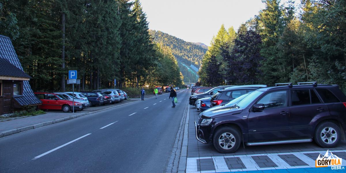 Parkingi przy ulicy Bronisława Czech w Zakopanem