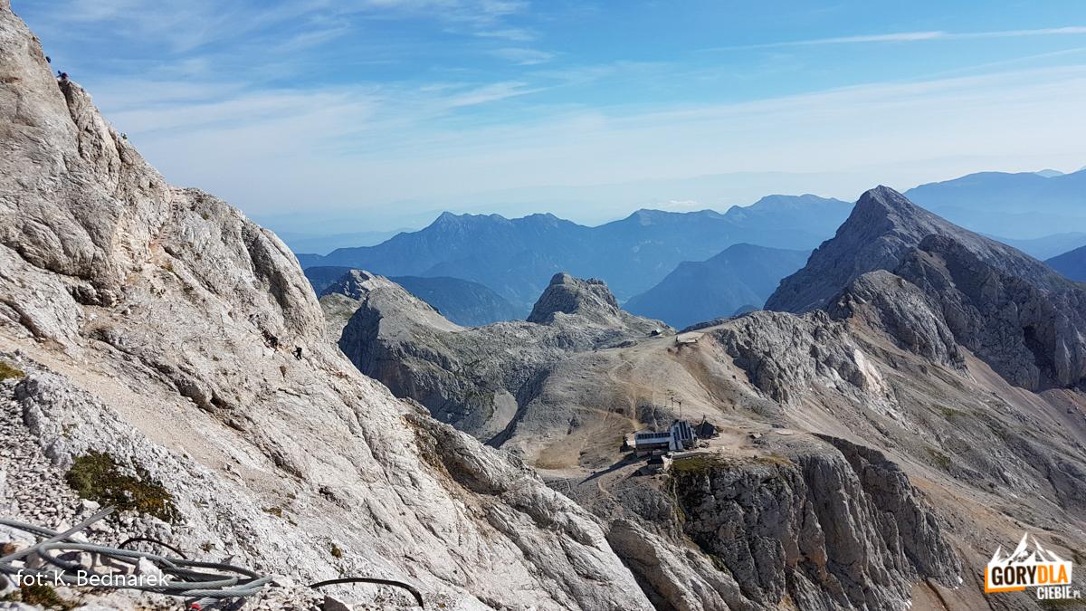 """Schronisko """"Triglavski dom naKredarici"""" (2515 m)"""