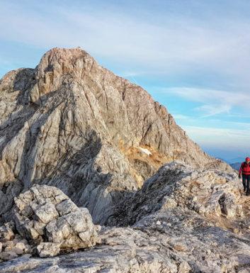 Triglav (2864 m) - najwyższy szczyt Alp Julijskich, święta góra Słoweńców
