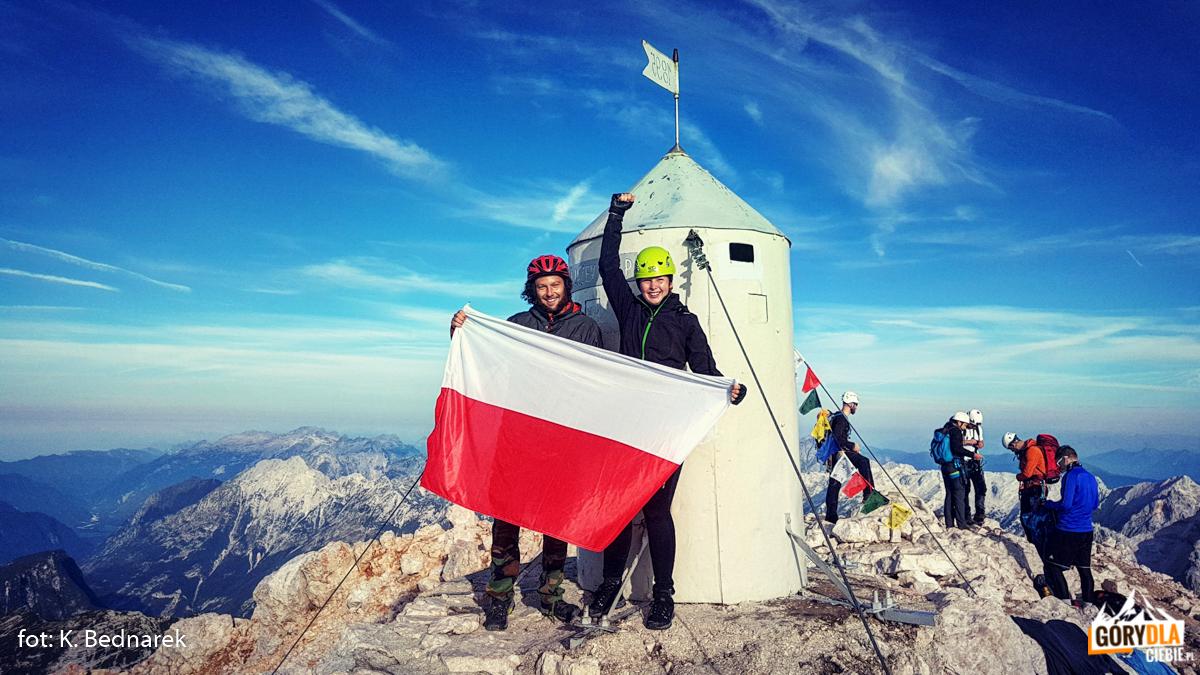"""Katarzyna """"Ruda"""" i Wiesiek """"Żółw"""" na szczycie Triglava"""