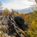 Dwernik Kamień - wychodnia skalna na szczycie