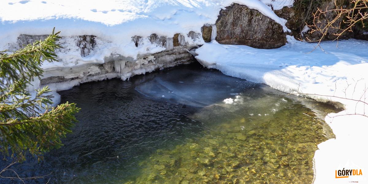 Pieniny - potok Biała Woda zimą
