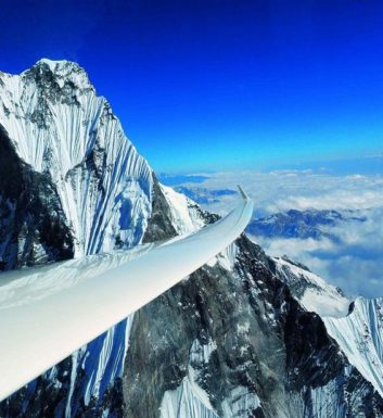 Szybowiec ASH-25-MI Sebastiana Kawy nad Himalajami - fot. Sebastian Kawa