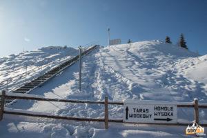 Schody na taras widokowy nad górną stacją Areny Narciarskiej Jaworki