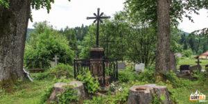 Najstarszy grób wBieszczadach nacmentarzu wCisnej