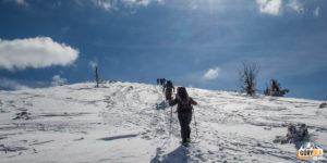 Podejście żółtym szlakiem na grań powyżej przełęczy sedlo Zámostskej hole