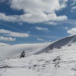 Widok na wschód z podejścia na główną grań Dumbierskich Tatr - po lewej szczyt Ďurková (1750 m)