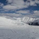 Widoki ze szczytu Ďurkova (1749 m) na Chabenec (1955 m), szczyt Skalki (1980 m) i Žiarskiej holi (1841 m)