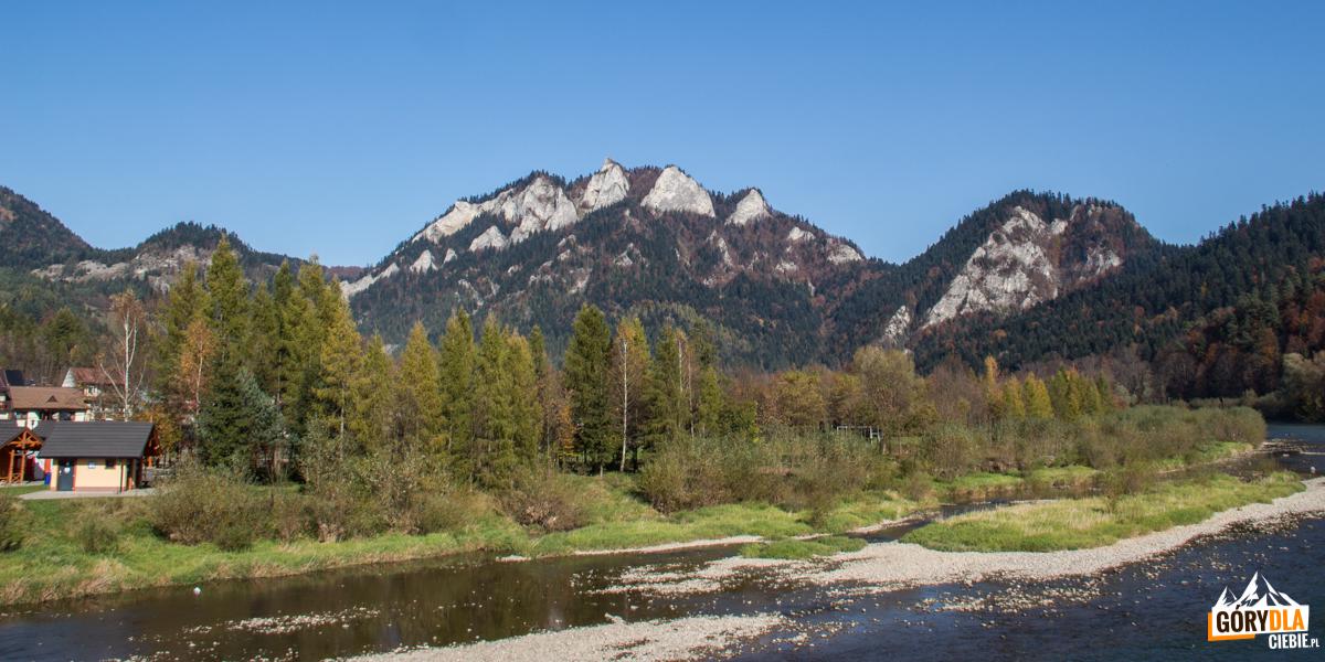 Widok na Trzy Korony ze wsi Sromowce Niżne