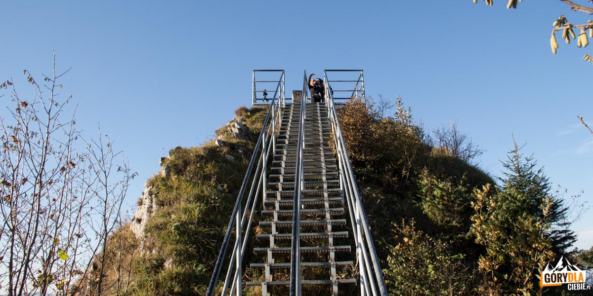 Wejście naplatformę widokową naszczycie Trzech Koron (982 m)