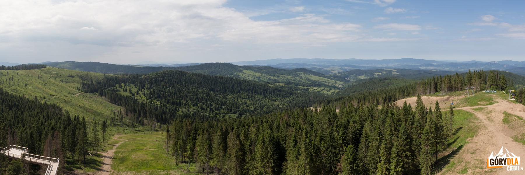 Panorama z wieży widokowej na Gorce i Trzy Korony w Pieninach