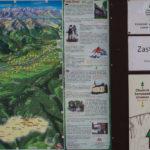 Tablice informacyjne na parkingu przy dolnej stacki kolejki w Bachledowej Dolinie