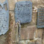 Wiktorówki - tablice poświęcone taternikom i innym osobom, które zginęły w górach, zdj. Waldemar Rusek