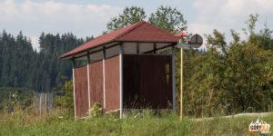 Przystanek autobusowy we wsi Jasenová