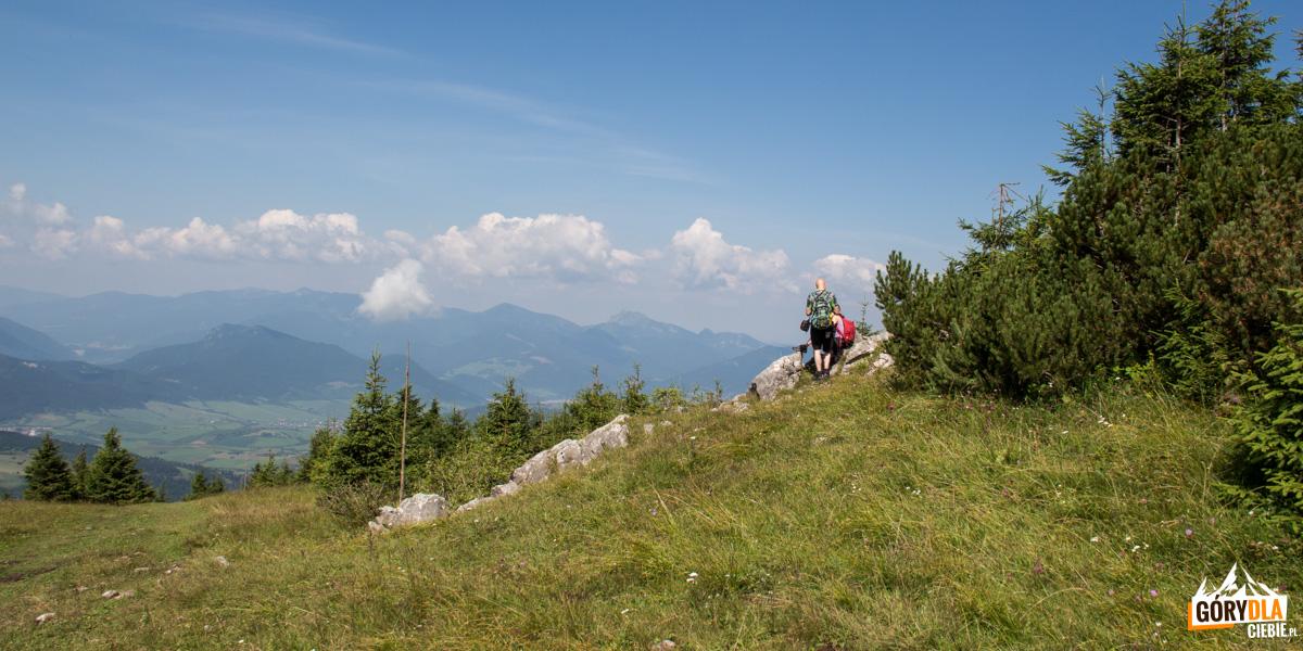 Formacje skałek są świetnym punktem widokowym, a zarazem dogodnym miejscem na krótki odpoczynek przed końcowym odcinkiem podejścia na szczyt