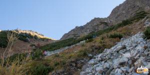 Przełęcz pod Osterwą widziana ze szlaku