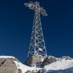 Na szczycie Giewontu stoi stalowy krzyż o wysokości 15 m, postawiony w 1901 r.
