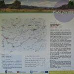 Tablice informacyjne przy zielonym szlaku na Eliaszówkę