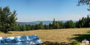 Widokowa polana na trasie zejścia z Eliaszówki do Kosarzysk