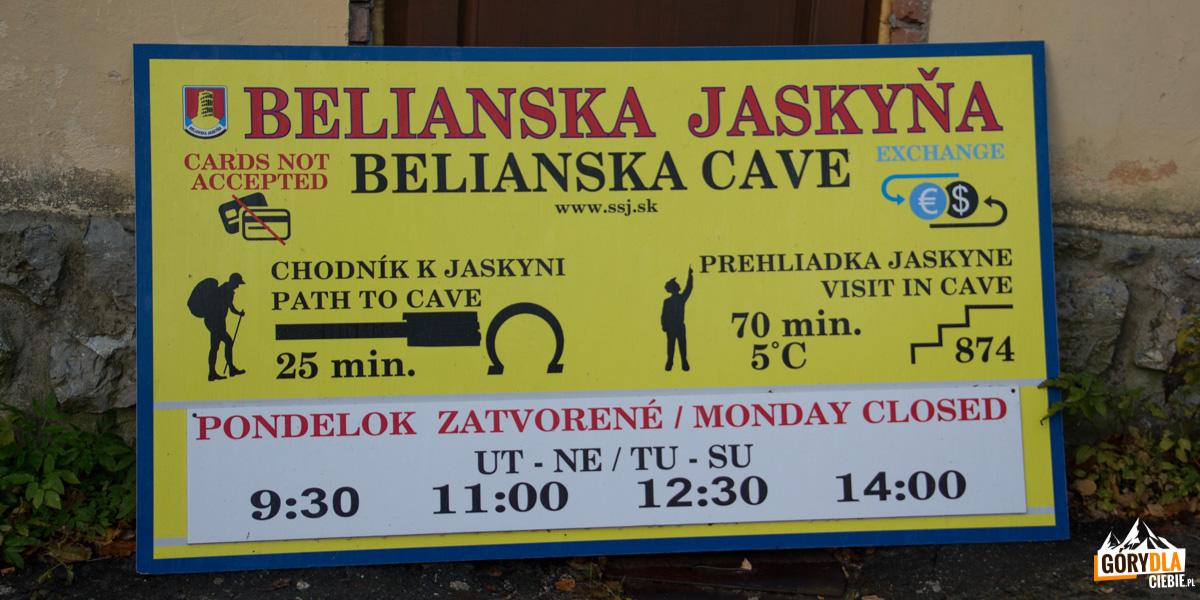 Drogowskaz do Jaskini Bielskiej w Tatrzańskiej Kotlinie
