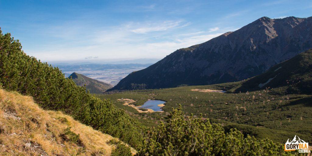Dolina Białych Stawów widziana z podejścia na Przełęcz pod Kopą