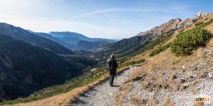 Zejście niebieskim szlakiem do Doliny Zadnich Koperszadów