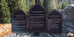 """Krzyż w Dolinie Zadnich Koperszadów upamiętniający tzw. """"wojny pasterskie"""""""