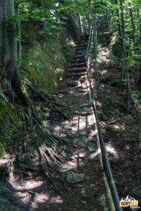 Trawers szczyt Ostrego Wierchu w drodze na Kosarzyska