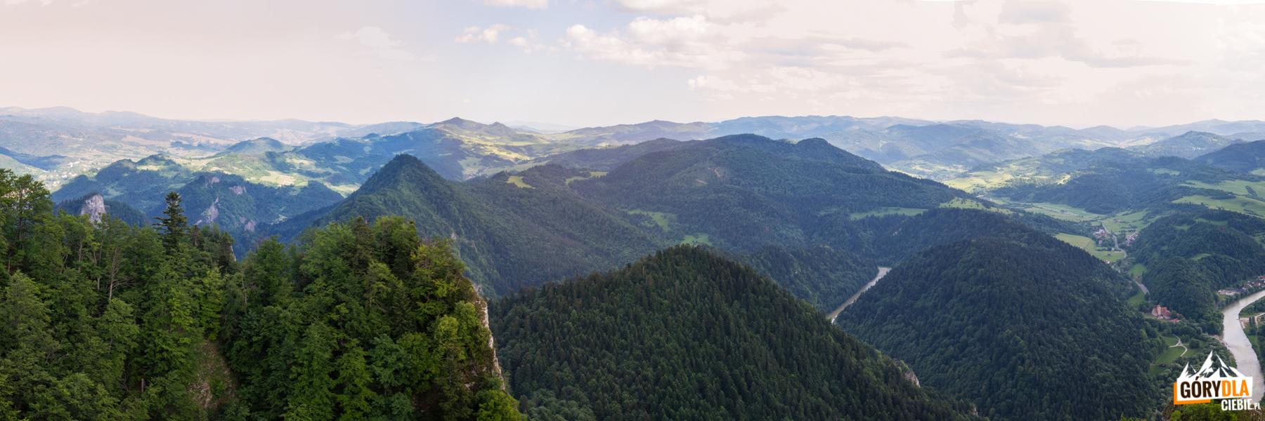 Panorama ze szczytu Trzech Koron (982 m) na Małe Pieniny i słowacką część Pienin
