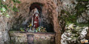 Figura św. Kingi przy wejściu do PIenińskiego Zamku
