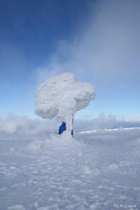 Fantazyjne śnieżne rzeźby na Górze Pięciu Kopców pod Pilskiem