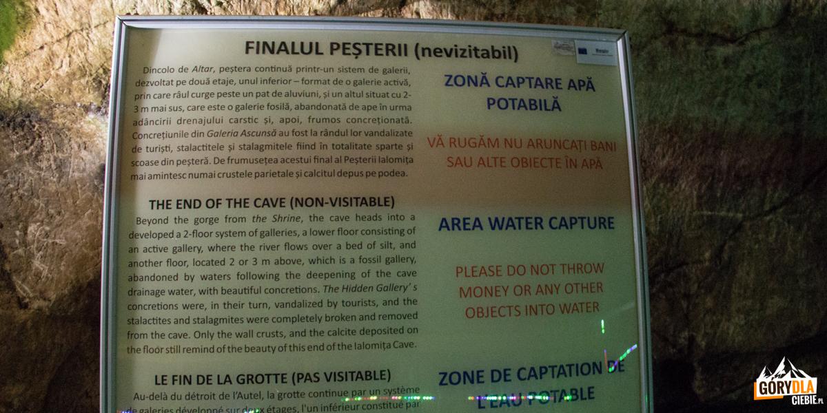 Tablice informacyjne na końcu trasy turystycznej