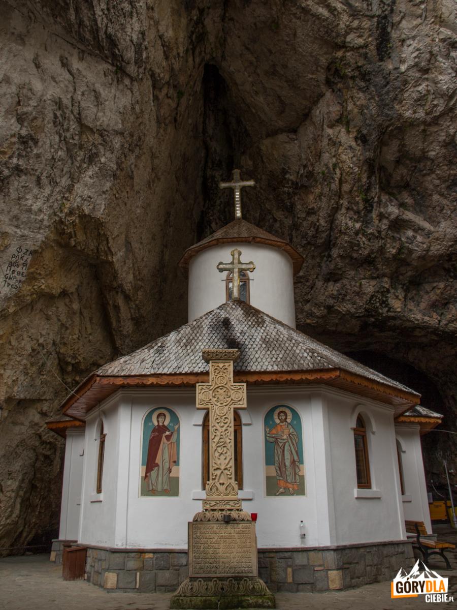 Cerkiew w grocie w Jaskini Ialomitei