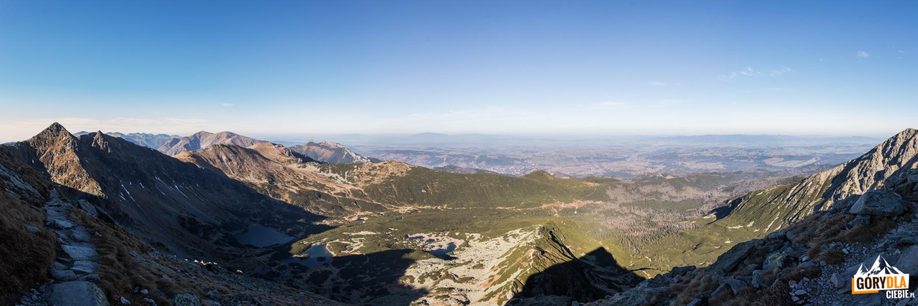 Widok spod szczytu Kościelca na Dolinę Gąsienicową
