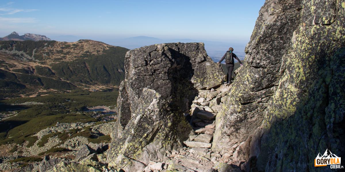 Zejście z Kościelca powyżej Przełęczy Karb