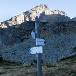 Skrzyżowanie szlaków w Dolinie Zielonej Gąsienicowej