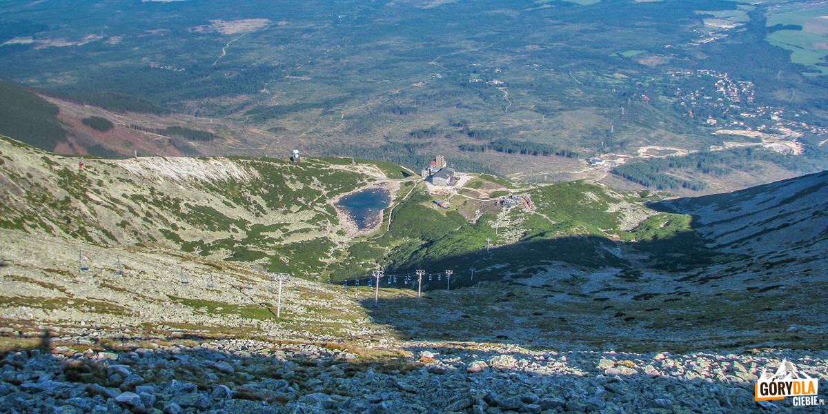Widok z Przełęczy Łomnickiej na Skalnate pleso