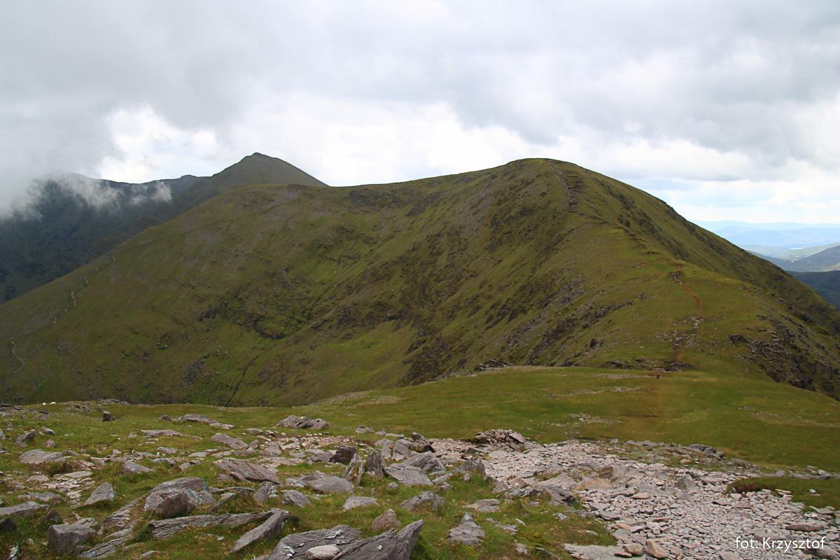 Schodzimy na południe do Devill's Ladder i dalej na wschód, na kolejne szczyty Cnoc an Toine - 845m i Cnoc an Chuillinn - 926m