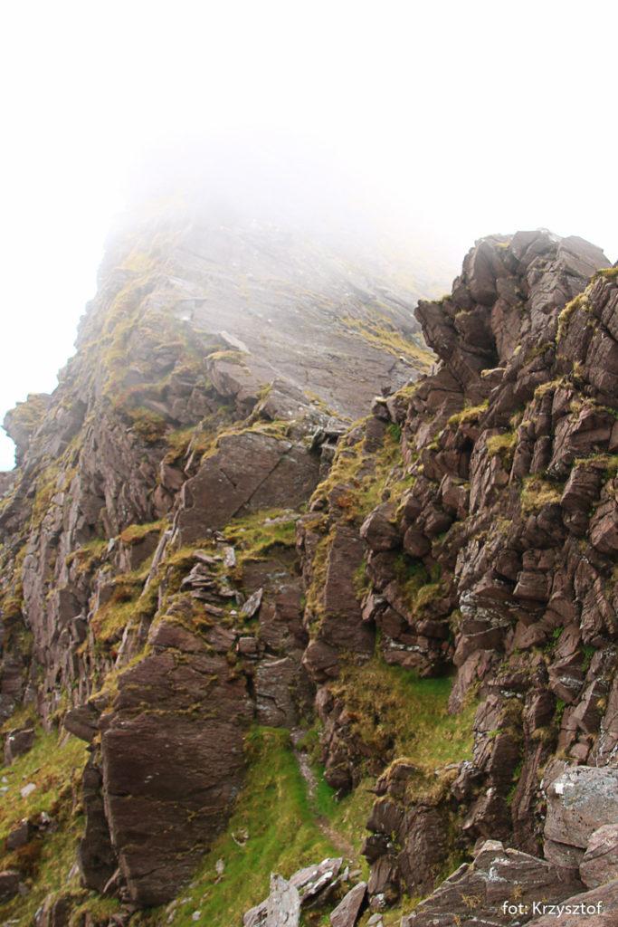 Skalista grań pomiędzy CnocnaPeiste, a CruachMhór nazywana jest Ostrze Noża (knife-edge)