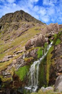 """Wodospad przy """"szlaku braci O'Shea"""" na Carrantuohill"""