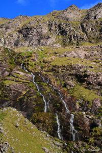 """Kolejny wodospad przy """"szlaku braci O'Shea"""" na Carrantuohill"""