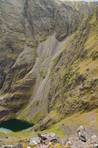 "Ścieżka ""szlaku braci O'Shea"" znad jeziora Lough Cummeenoughter"
