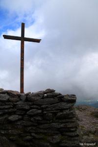 Krzyż na szczycie Carrantuohill (1039 m)