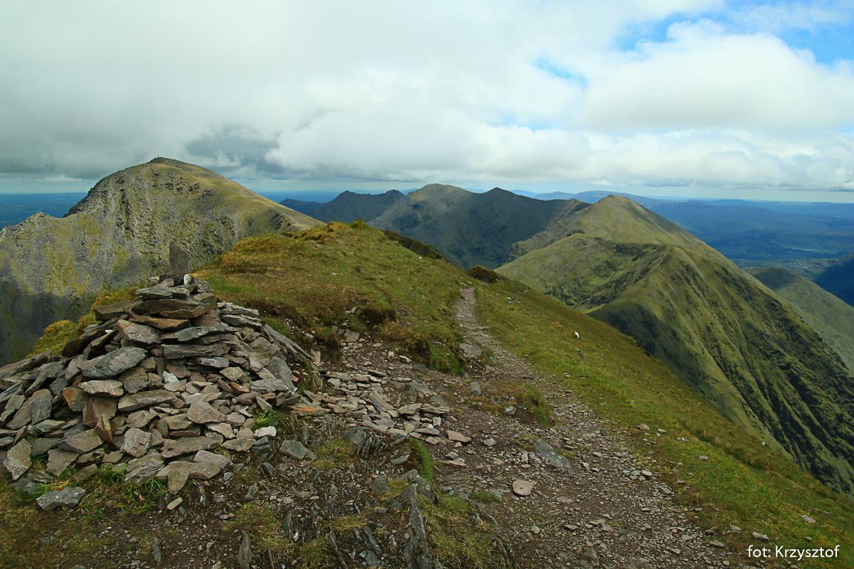 Carrantouhill oraz reszta szczytów okalających dolinę Hags Glen