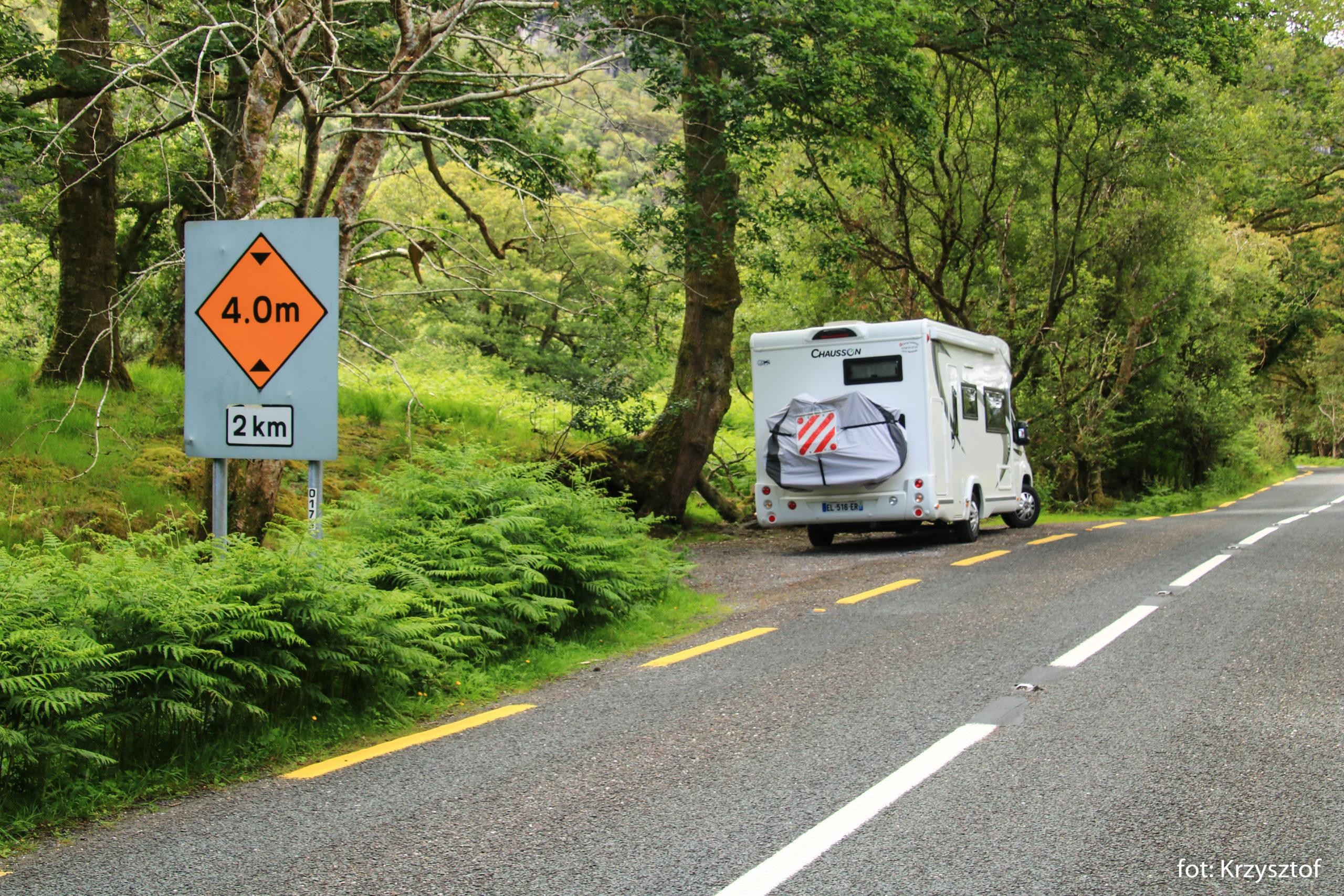 Droga prowadząca do wodospadów na rzece Crinnagh