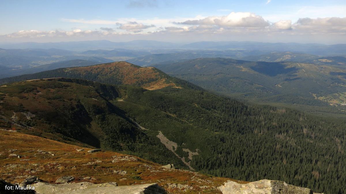 Widok z Babiej Góry w kierunku Przełęczy Brona i Małej Babiej Góry