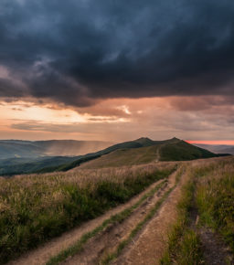 Zachód słońca na Połoninie Wetlińskiej, zdj. Szymon Ziemba Fotografia