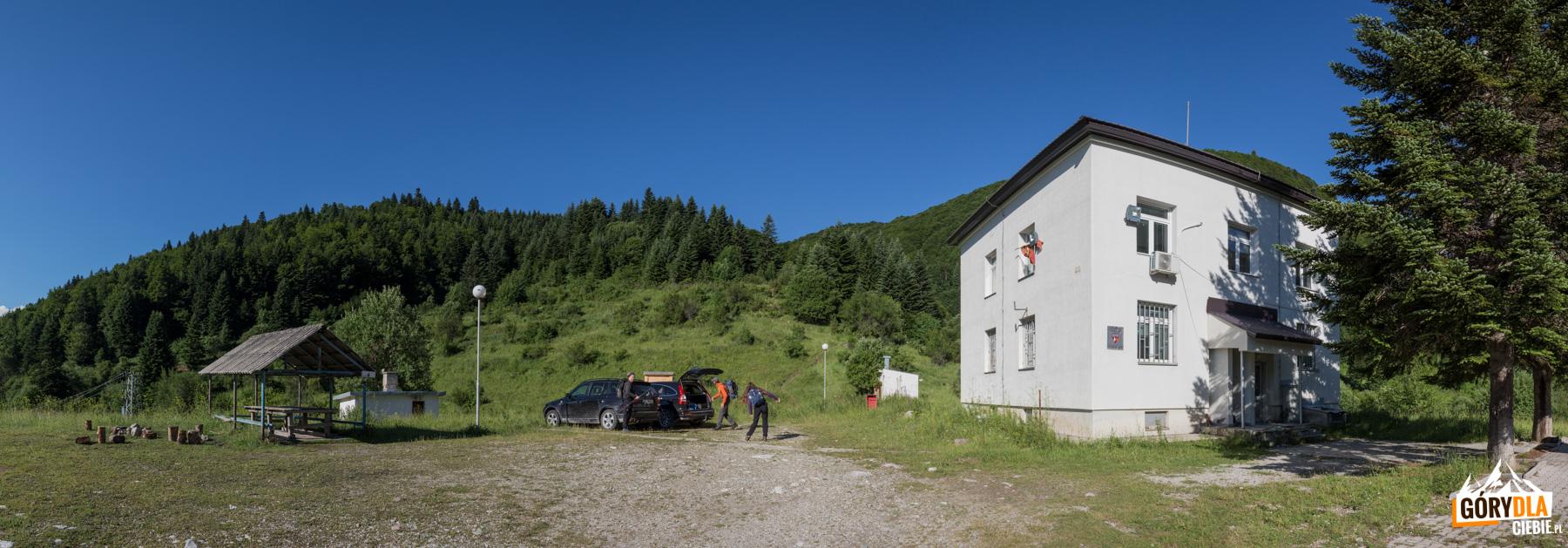 Parking przy posterunku Policji Granicznej w Strezimir